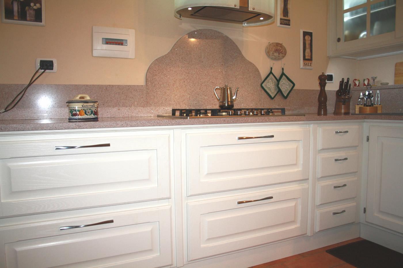 Particolare cucina laccata frassino poro aperto