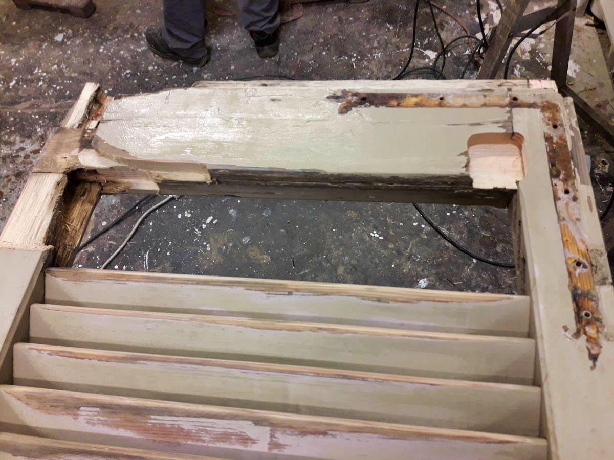 Particolare della persiana da restaurare